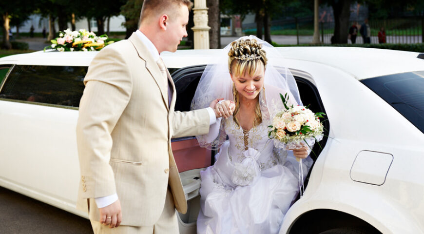 4 Ways to Enhance Your Wedding Limousine Experience